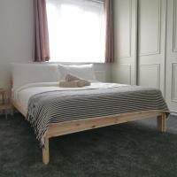 Room very close to East Dulwich Station