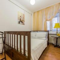 Sunny 2-rooms apartment for 2-6 people on Pechersk near Kiev-Pechersk Lavra, central metro station, restaurants, supermarkets