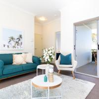 Light, bright and spacious unit close to beaches, hotel in Sydney