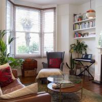 Artistic Modern 1 Bedroom Flat in Clapton
