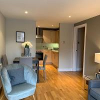 Beautiful Central 2 Bed Apartment WITH PARKING