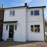 Modern Rochester 3 Bed House with Private Parking