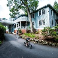 Highland Lake Inn & Resort - Flat Rock