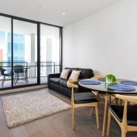 A Modern & Central 2BR Apt with Rooftop Deck