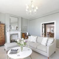 Southwold Villa Sleeps 14 with WiFi