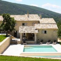 Bonnieux Villa Sleeps 8 with Pool and WiFi