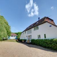 Sandhurst Villa Sleeps 16 with Pool and WiFi
