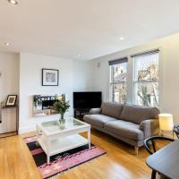 Modern & Cosy Three Bedroom Apartment in Queen's Park