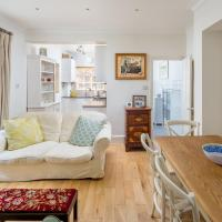 Homely 2-Bed Riverside Flat With Patio In Hammersmith