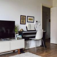 Lovely 1 Bedroom Flat With Balcony In Surrey Quays
