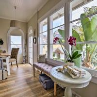 Charming Renovated Avalon Townhome, Walk to Beach!