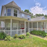 Hip Home w/ Patio in Central Historic St. Charles!