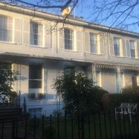 Cheltenham Georgian Townhouse walking distance town centre and the Races