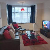 Luton Airport House-3 Bedroom - 5 minutes to Airport-Free Parking
