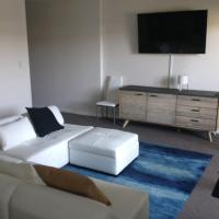 Business Traveller Welcome Home - Executive Rental, hotel in Campbelltown