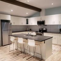 Brand New!! Modern and Stylish 1500ft2 Apartment - 2 bedroom & 2 bath - Sleeps 4