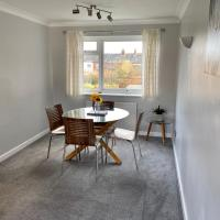 Modern 2 bedroom town centre apartment with parking