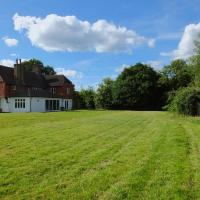 Luxury 5 Bed House with Hot Tub & Games Room