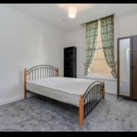 Large Double Bedroom Ealing Broadway R1