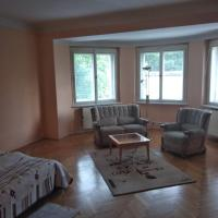 Prostorný slunný apartmán, v bezpecne části Prahy,wifi, parkování