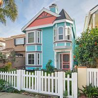 Huntington Beach Studio Blocks to the Beach and Downtown apts