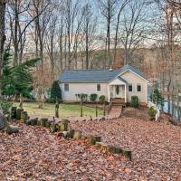 Smith Mountain Lake House w/Hot Tub & Kayaks!