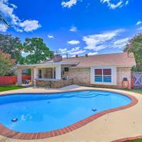San Antonio Oasis w/Yard, Pool & Outdoor Bar!