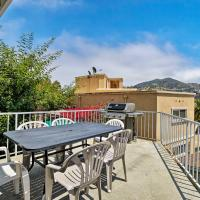 NEW-Updated Avalon Home w/Mtn Views, Walk to Coast