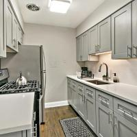 Sale! Cozy 1BR in Lakeview Perfect for Couples