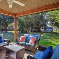 Modern Home w/Patio - 12mi to Downtown Dallas