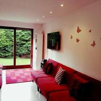 Frood Street Bungalow Self Catering Accommodation in Motherwell Sleeps 4 Guests