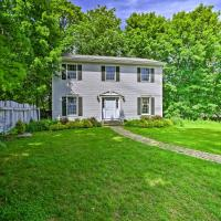 Cozy Lenox Home 1.5 Mi. to Tanglewood Music!