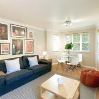 Central Spacious & Stylish Apartment with free Parking