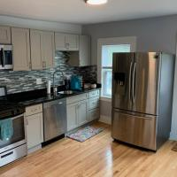 Large & Shiny Condo Close to Schools & Downtown!