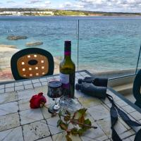 No56 Tower View WATER'S EDGE APARTMENT Unbeatable for closeness to the sea, only 10 meters away from sea Also ideal for winter as it is air-conditioned & heated, & suitable for hikers & people who enjoy seeing seascapes in winter Winner of 3 Annual Awards