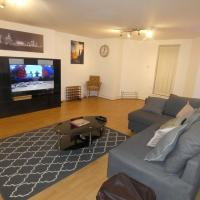 Liverpool, Beautiful Lark lane Apartment, Near City Centre with Private Entrance & Parking