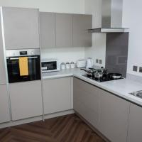 Modern 2BR Flat in Media City, sleeps 5 by GuestReady
