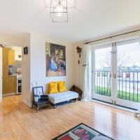 Beautiful Spacious 2-Bed Apt with great view of the River
