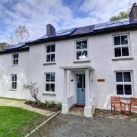 Restful Holiday Home in Glandwr near River