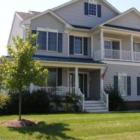 Waterfront 5BR +Den Beachhouse,pool,gym,sceen porch,Pool table