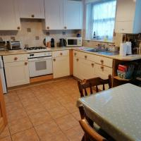 Modern Town House in Exmouth - pet and family friendly, 15 mins from the beach