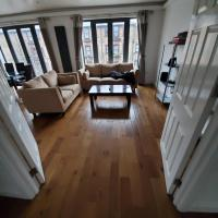 Stylish deluxe 2 bedroom apartment in camberwell