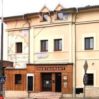 Restaurace a penzion U Zámečku, hotel a Roztoky