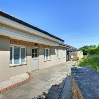 Lovely holiday home in Edmonton with Garden