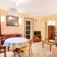 Classic and Cozy 2 Bedroom Top Central Apartment
