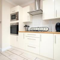 Spacious Home, Sleeps 7, Great for Cardiff, City Center, ICC