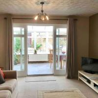 Comfortable Spacious and Clean 3 Bedroom House City Centre Location Sleeps Upto 5 Guests WIFI