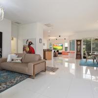 Designer Modern Waterfront House in Best Location!