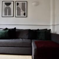 Chic London Apartment Minutes from Station