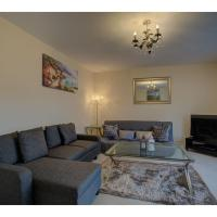 2nd Floor Apt for 5, stones throw from city centre